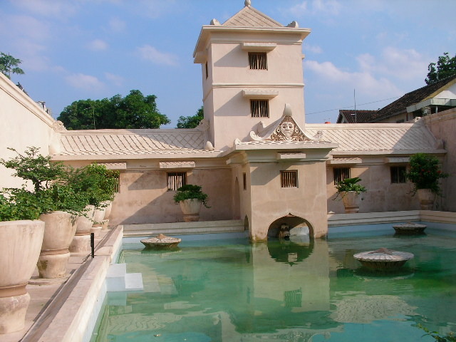 Istana Air Taman Sari dengan Rental Mobil Jogja