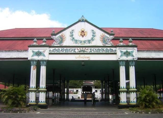 Keraton Yogyakarta dengan Rental Mobil Jogja