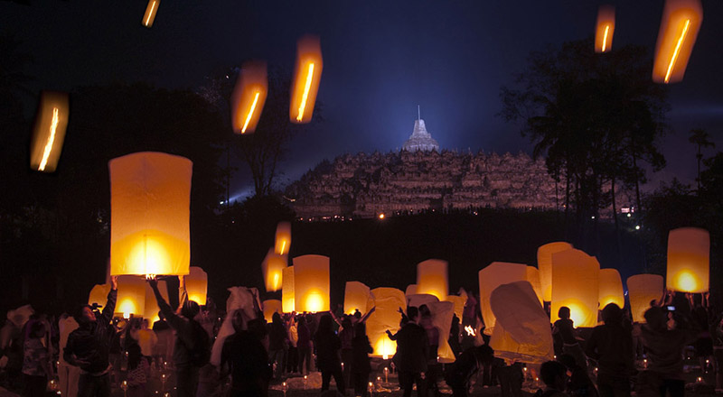 Wisata Religi Waisak di Candi Borobudur