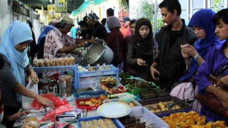 Suasana Pasar Sore Ramadhan di Kauman
