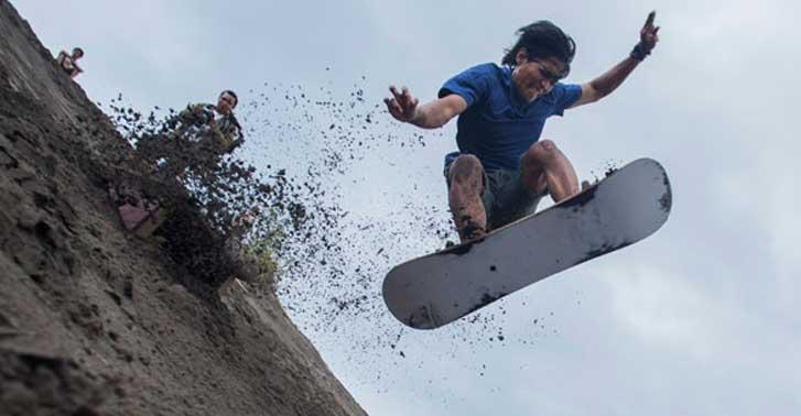 Sandboarding Parangkusumo - rental mobil jogja
