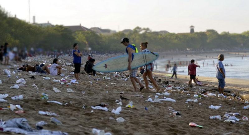 Sampah di pantai Parangtritis Jogja